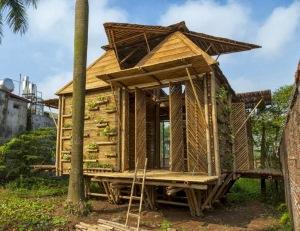 Fachada de casa de bambú